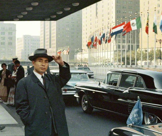 1960年10月14日、アメリカ・ニューヨークの国連本部を初訪問した池田SGI会長。以来、60年間にわたって創価学会とSGIは、SGI会長のリーダーシップのもと、国連支援の活動に力を注いできた