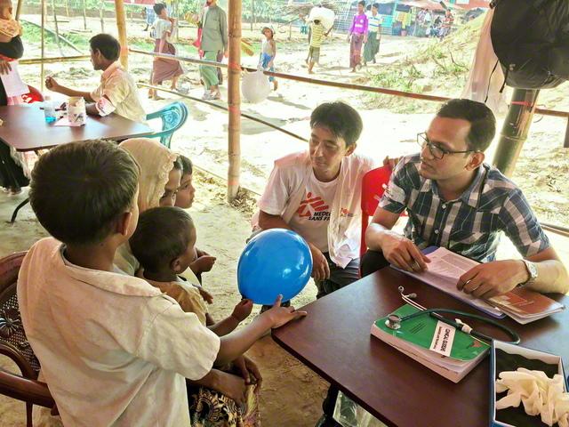 バングラデシュのロヒンギャ難民キャンプで(国境なき医師団提供)