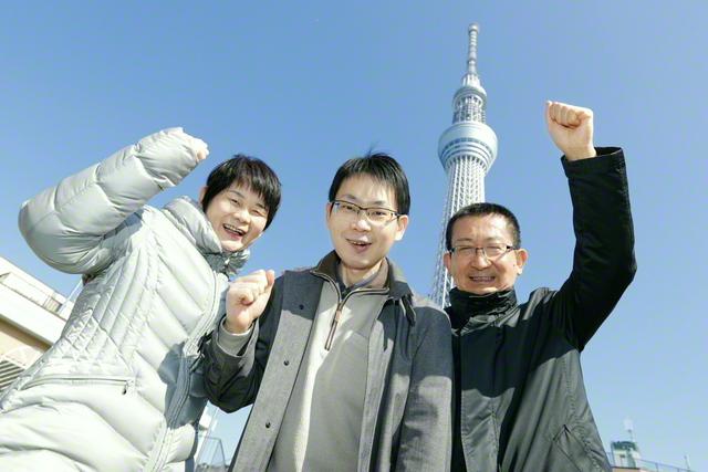 右から父・光男さん、正木さん、母・賢子さん