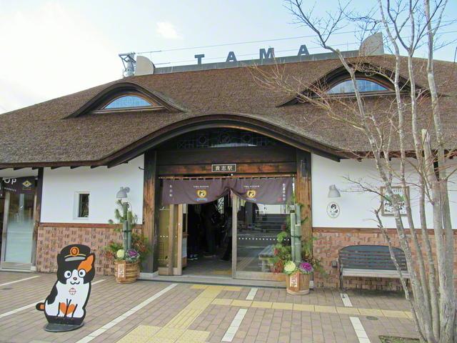 和歌山電鐵貴志川線の終着駅である「貴志駅」は、猫の駅長がいることで有名。駅舎は初代・たま駅長の顔を模して作られた(和歌山県紀の川市)=和歌山支局・中本吉計通信員