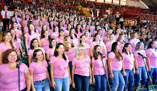 代表による合唱が青年平和サミットを彩る(コルドバ市で)