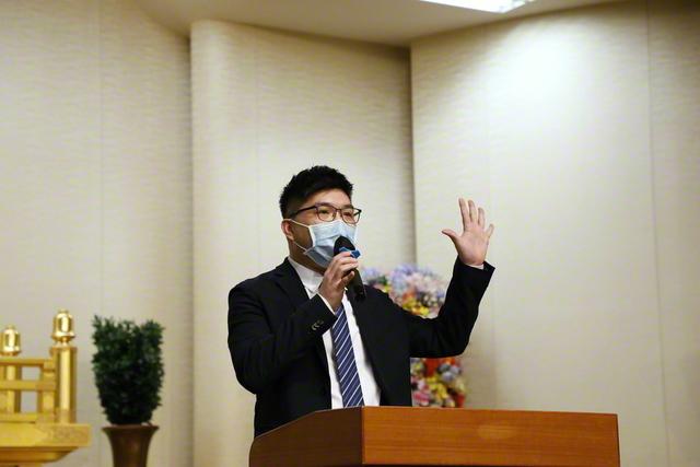 動画配信された香港男子部総会で登壇する張家輝男子部長