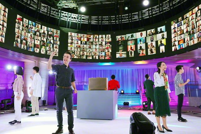 総会のフィナーレを飾った、「世界青年部歌」の大合唱(創価文化センターで)