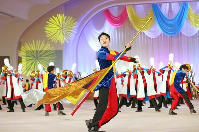 特別企画「サンライズステージ」では、創価ルネサンスバンガードが躍動の演技・演奏を披露した(昨年12月、東京戸田記念講堂で)