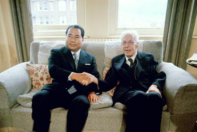 1973年5月、池田SGI会長はイギリスのロンドンを訪問し、歴史家のトインビー博士と対談。前年の訪問(72年5月)と合わせて、のべ40時間に及んだ両者の語らいは対談集『21世紀への対話』として結実し、これまで世界の29言語で出版されてきた