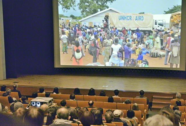 創価学会平和委員会が主催した難民映画の自主上映会(2019年1月、東京・中野区内で)。国連難民高等弁務官事務所が毎年実施する「難民映画祭」でも紹介されたドキュメンタリー映画を通し、中東のシリアで故郷を去ることを余儀なくされた子どもたちの状況を学ぶ機会となった