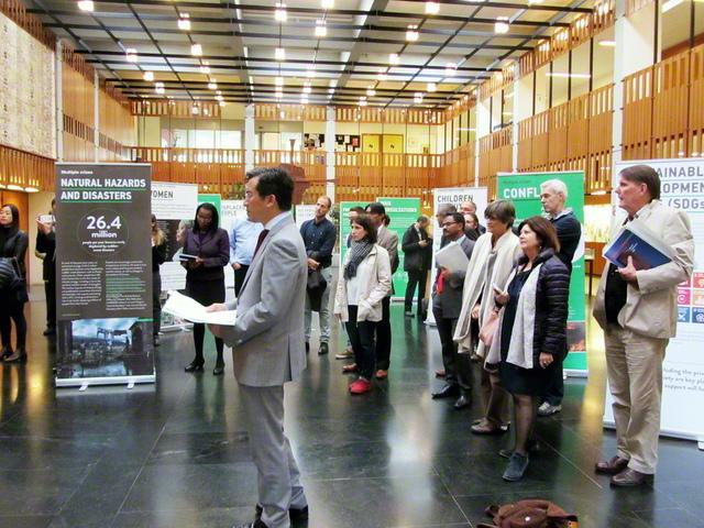 SGIがアジア防災・災害救援ネットワークとの共同で制作した人道展「人間の復興――一人一人がつくる未来」。防災や救援活動におけるFBO(信仰を基盤とした団体)の役割に関する国際会議の会場で開催された(2016年10月、スイスのジュネーブで)