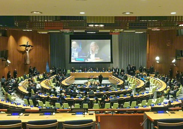 2017年9月、ニューヨークの国連本部で行われた核兵器禁止条約の署名式(時事)。50カ国の批准を得て、今月22日に条約の発効がついに実現した