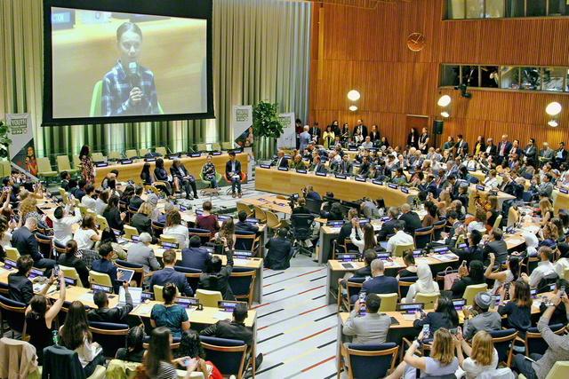 2019年9月、各国首脳による「気候行動サミット」に先駆けて、国連本部で行われた「ユース気候サミット」。グテーレス事務総長がホストを務め、140カ国以上から青年たちが集ったサミットには、SGIの代表も参加した
