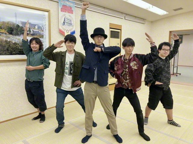 「みんな仲良し! 学生部の仲間は僕の誇りです!」と坂本さん(右から2人目。昨年2月撮影。本人提供)