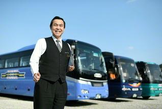 """バスは現在10台。壹岐さんは「""""安心・無事故こそ最高の誉れ""""だと安全を心掛けています」"""