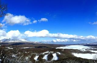 日暮山から大沼国定公園を望む。眺望の良さに、日が暮れるまで景色に見入ってしまうことから日暮山の名が付いたという(北海道七飯町)=北海道支社