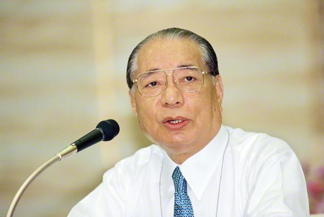 1994年5月に行われた5・3「創価学会の日」記念勤行会でスピーチする池田先生(八王子市の東京牧口記念会館で)