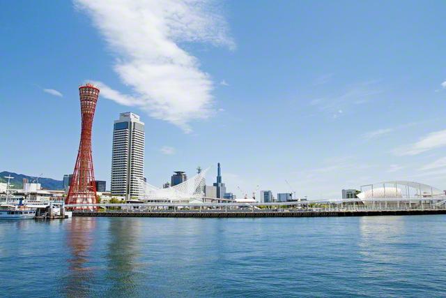 世界に開かれた神戸港。阪神・淡路大震災にも動じなかった神戸ポートタワーは、不屈の心で進む友の象徴