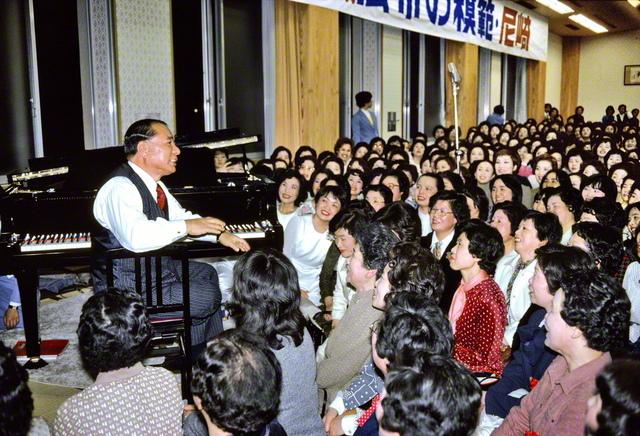 1981年3月18日、池田先生は尼崎文化会館(現・尼崎平和会館)を訪れ、「広布の電源地」との永遠の指針を贈った