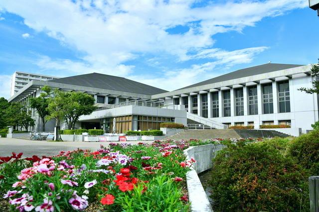 市の中心部に立つベイコム総合体育館(旧・尼崎市体育会館)。池田先生はこの地で正義の師子吼を放った