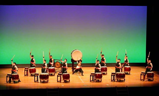 東京和太鼓団の演奏