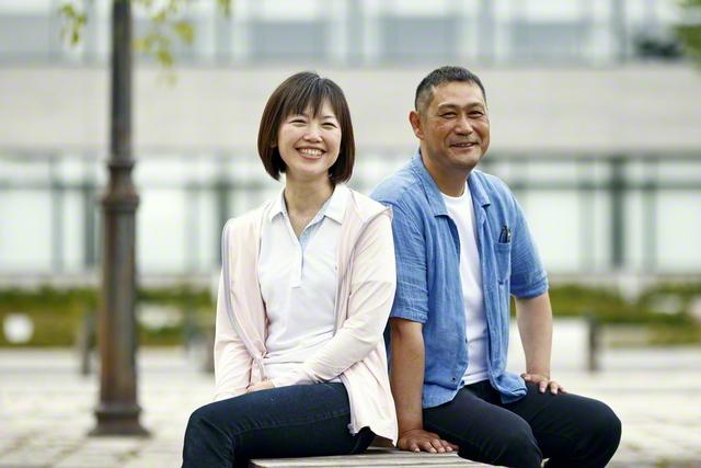夫・隆さん㊨は今、青森県内で単身赴任中。長女・優希さんは上京し、創価大学に通う。丹呉さん㊧は語る。「離れ離れに暮らしていても、年々、家族の絆は強まっています。いつも互いのことを祈り合って、お題目で結ばれているからだと思います」