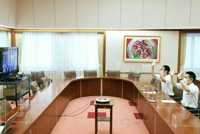 広布拡大の気概にあふれた創価班の交流会。真心のエールを送り合った(東京・新宿区の戸田記念国際会館で)