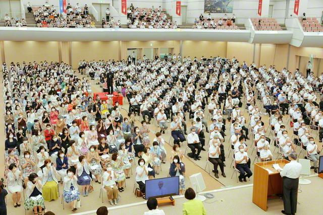 永遠に先駆! 師と共に健康和楽、功徳満開の人生を!――全九州の地区部長、地区女性部長が集い、2030年へ出発した総会(九州池田講堂で)