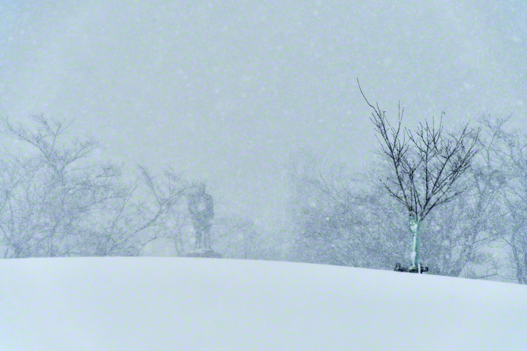 冬の戸田墓園。激しい吹雪の日も多い
