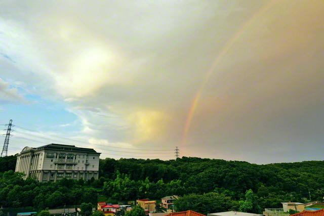 八王子の東京牧口記念会館と虹