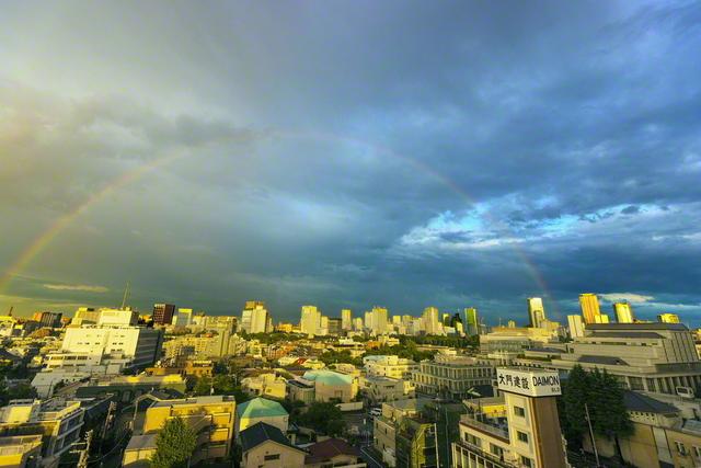 総本部に大きくかかる虹